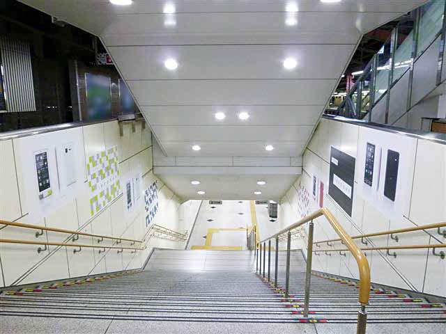 大阪駅環状線集中貼2 3