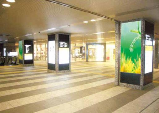 アドスクエア( 大阪駅サウスゲートビル3 階南北通路)